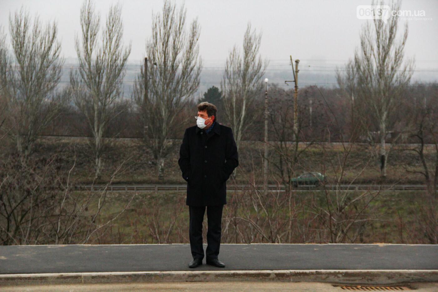 Запорожские журналисты опубликовали фотокурьез поводу мэра Буряка на новом мосту. Фото, фото-1