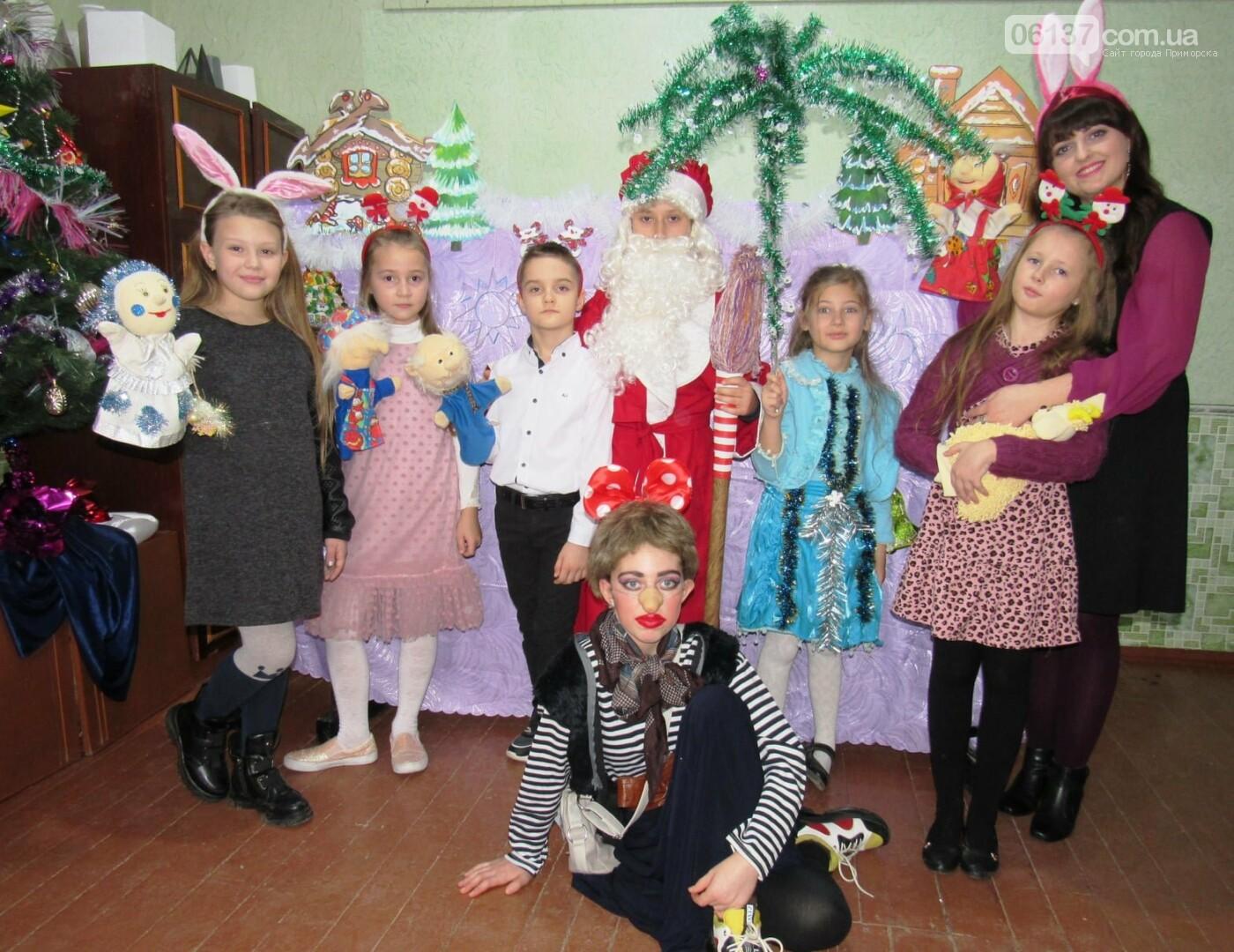 """Діти Приморської мистецької школи презентували лялькову виставу """"Викрадені подарунки"""", фото-1"""