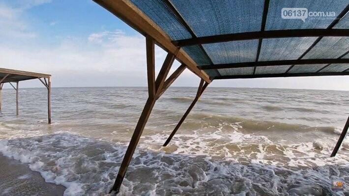 На известном запорожском курорте море практически разрушило пляжи. Фото, фото-1