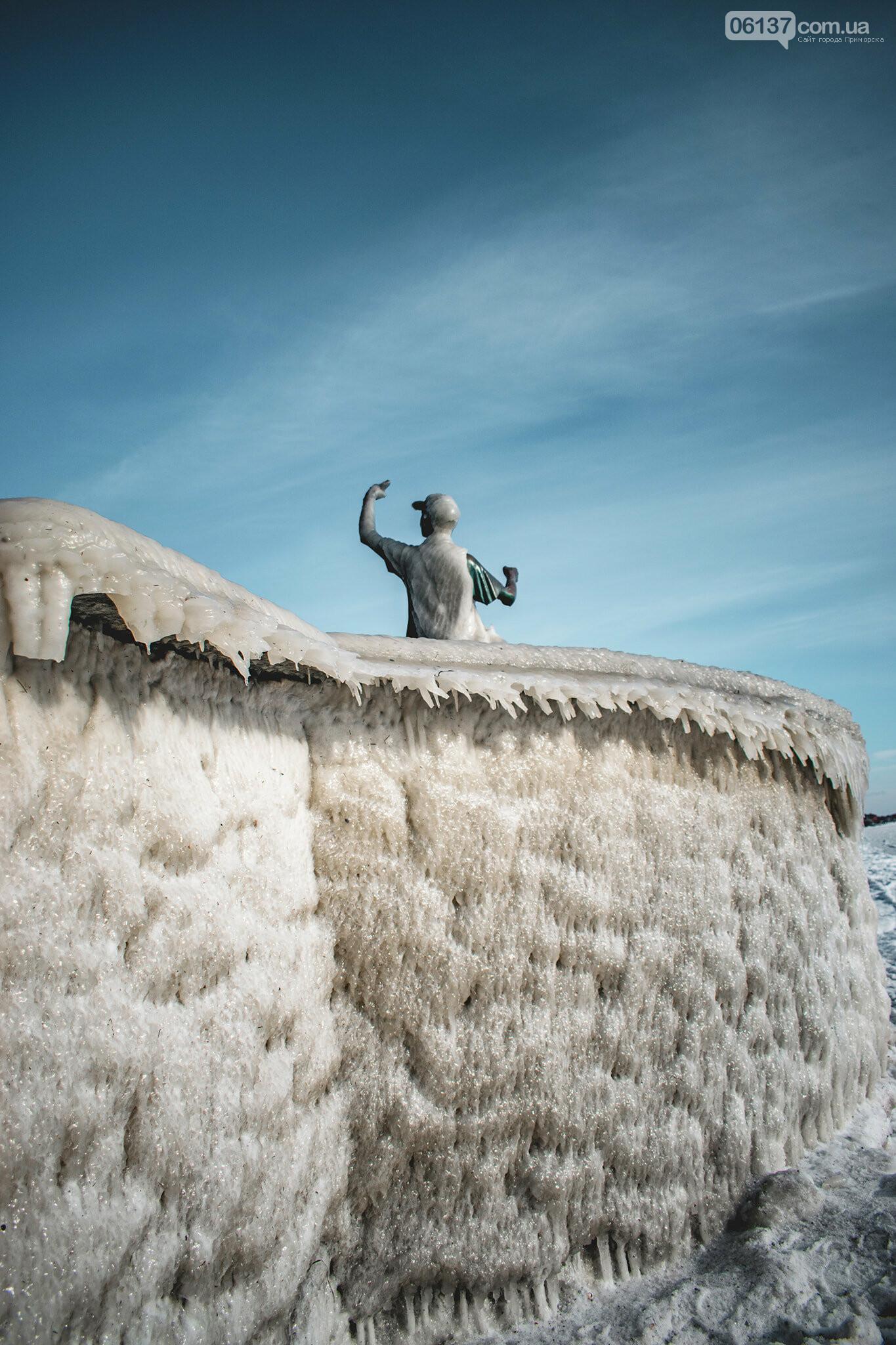 Арктические пейзажи ажурных кружев изо льда на набережных в Приморске и Бердянске. Фото, фото-5