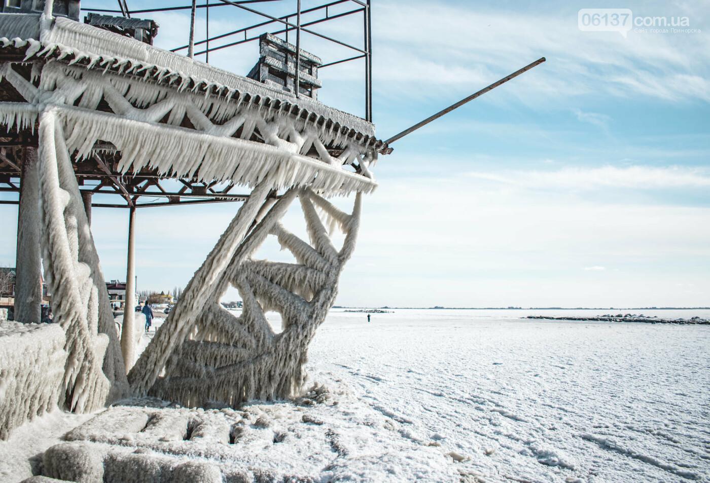 Арктические пейзажи ажурных кружев изо льда на набережных в Приморске и Бердянске. Фото, фото-4