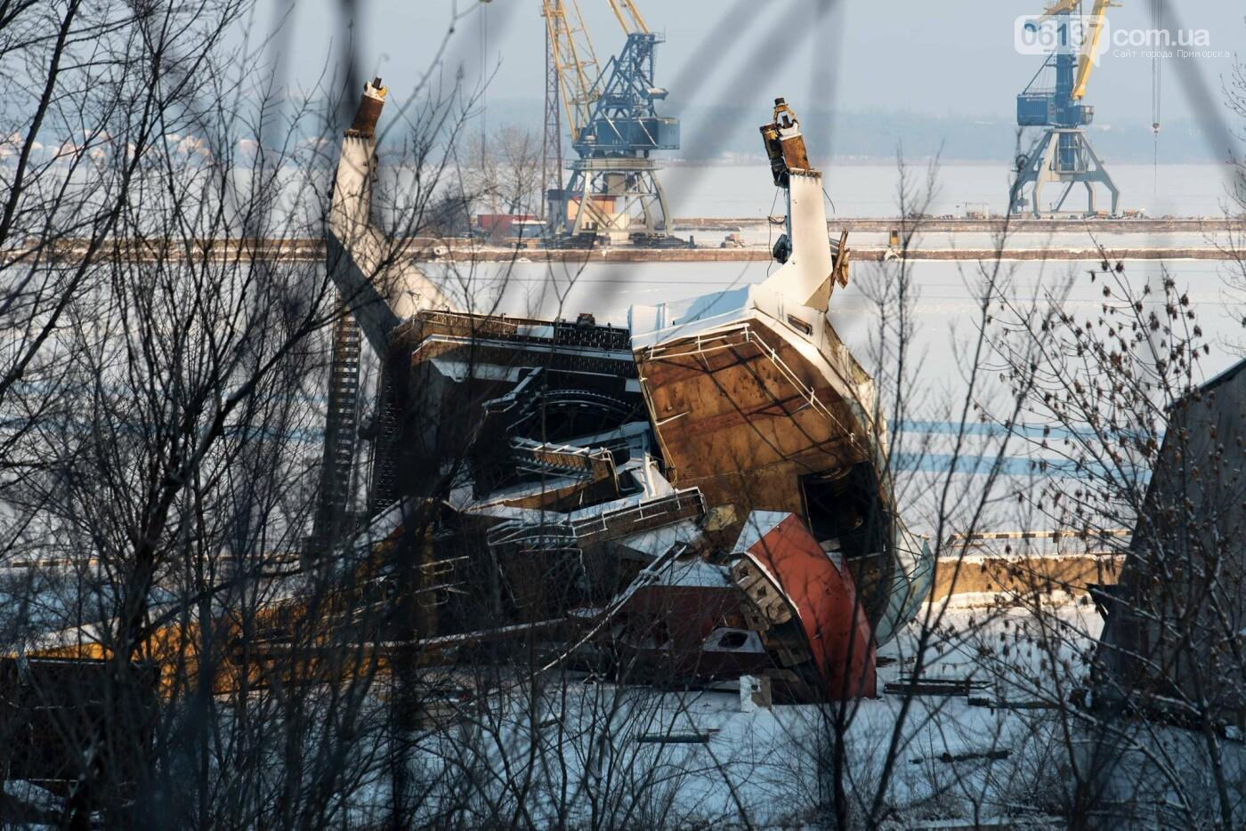 Запорожский фотограф опубликовал кадры упавшего в пору крана. Фото, фото-4