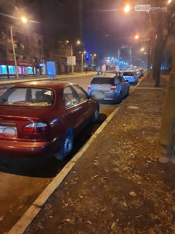 Пьяная запорожанка за рулем разбила ситилайты в центре города и авто. Фото, фото-5