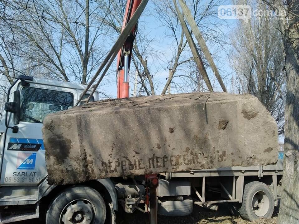 В Запорожье нашли постамент памятника Столетия, установленный меннонитами. Фото, фото-1