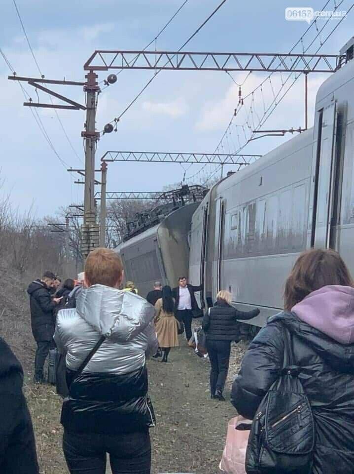 """В Запорожской области """"Интерсити"""" сошел с рельсов. Участники аварии свидетельствуют. Видео., фото-2"""