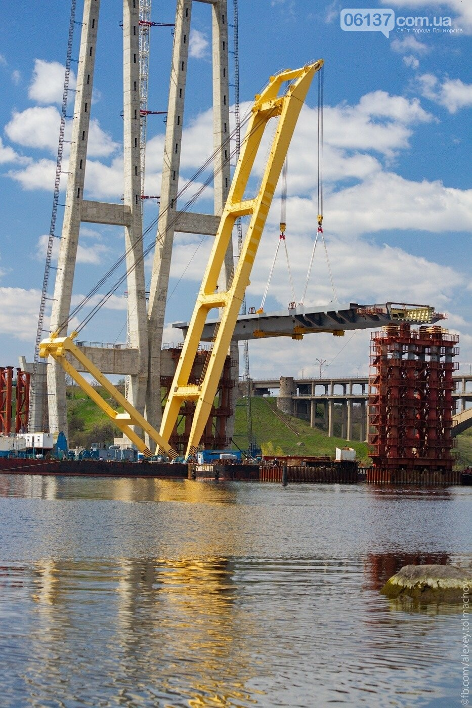 Историческое событие в Запорожье: смонтирован первый сегмент нового вантового моста. Фото, фото-2