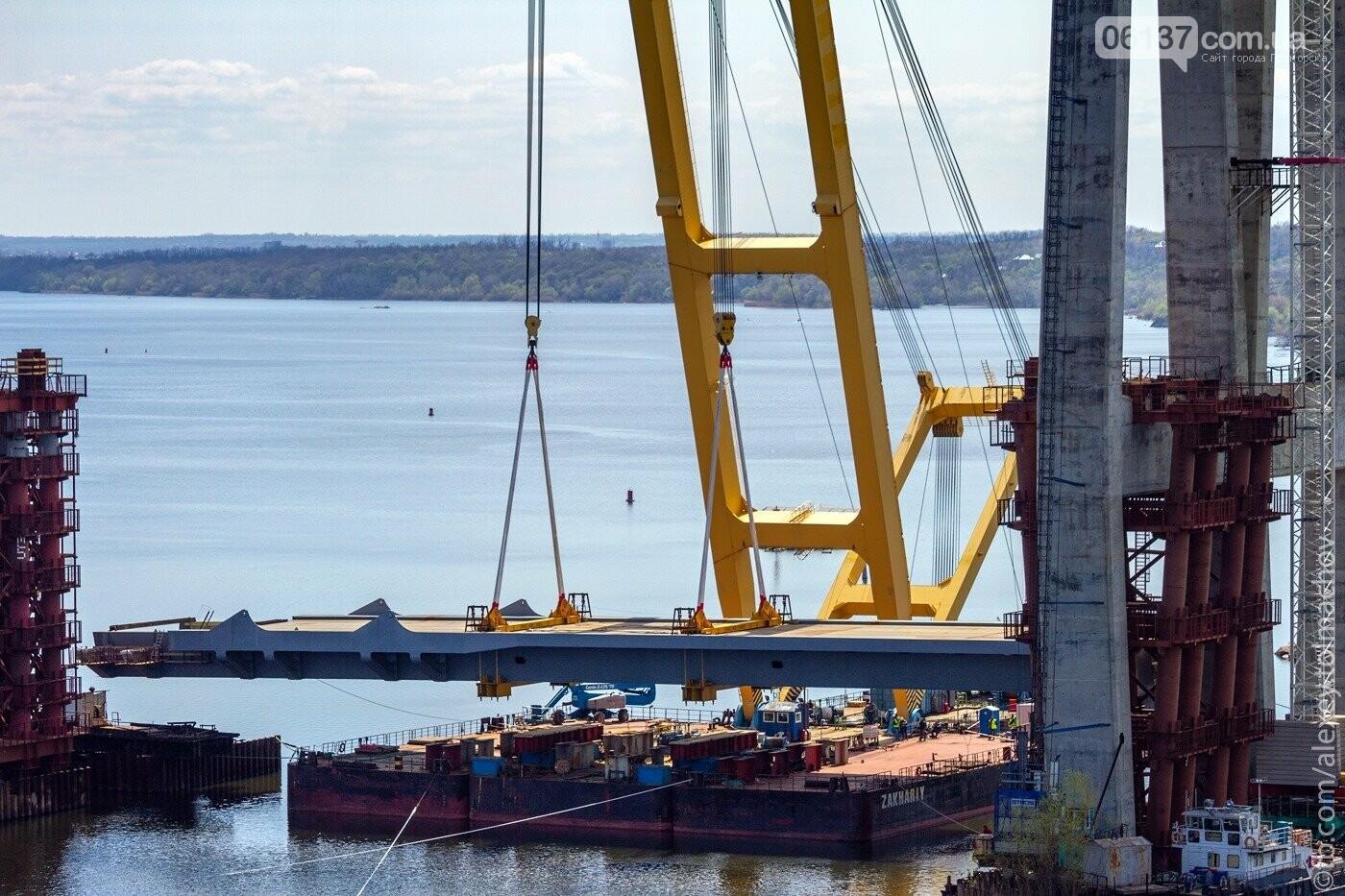 Историческое событие в Запорожье: смонтирован первый сегмент нового вантового моста. Фото, фото-3