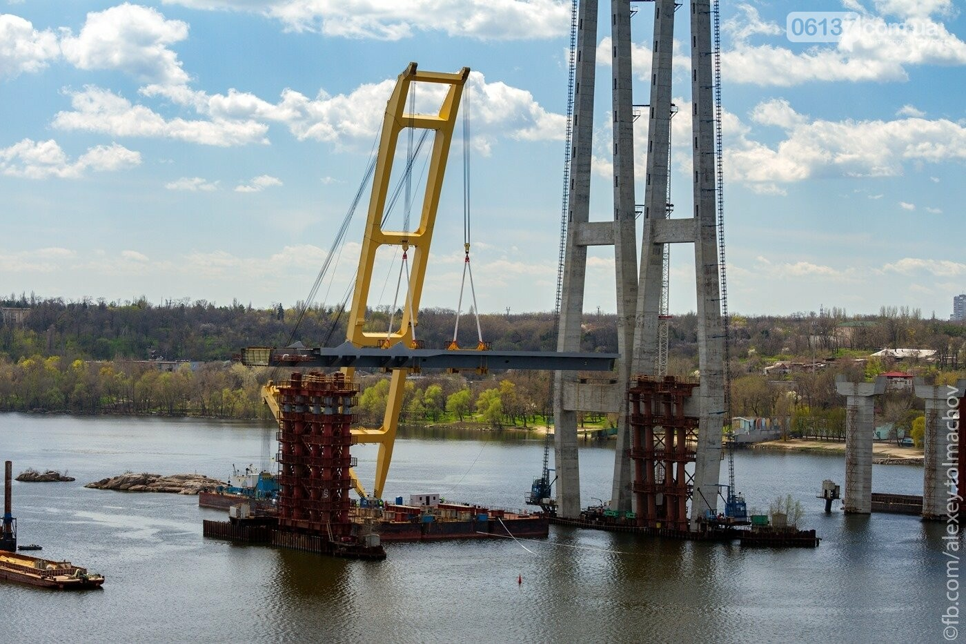 Историческое событие в Запорожье: смонтирован первый сегмент нового вантового моста. Фото, фото-9