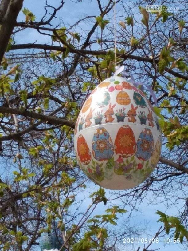 """На честь Великодня в центрі Приморська оформлено """"Писанкове дерево"""", фото-1"""