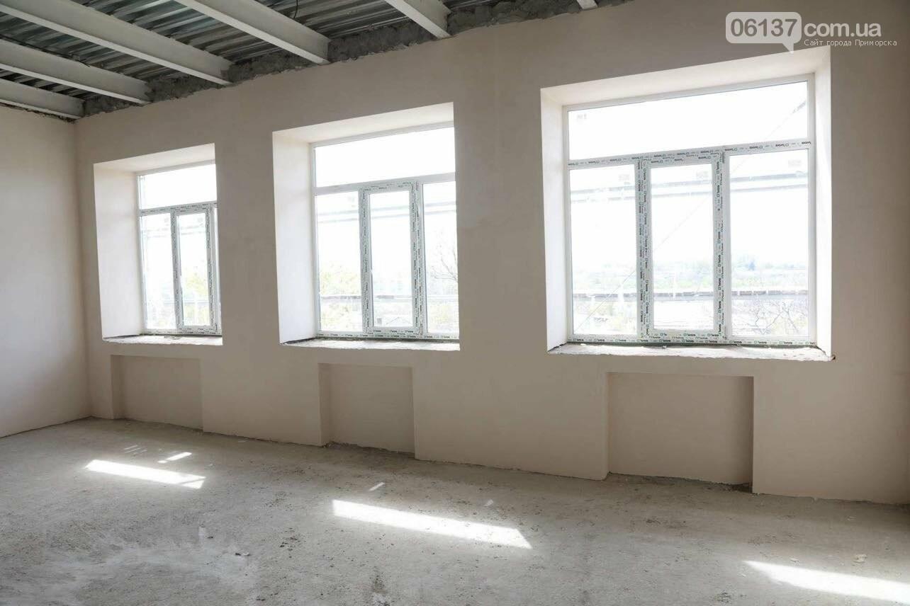 В Запорожье восстанавливают сгоревшую школу, которую обещали сдать еще три года назад. Фото, фото-1