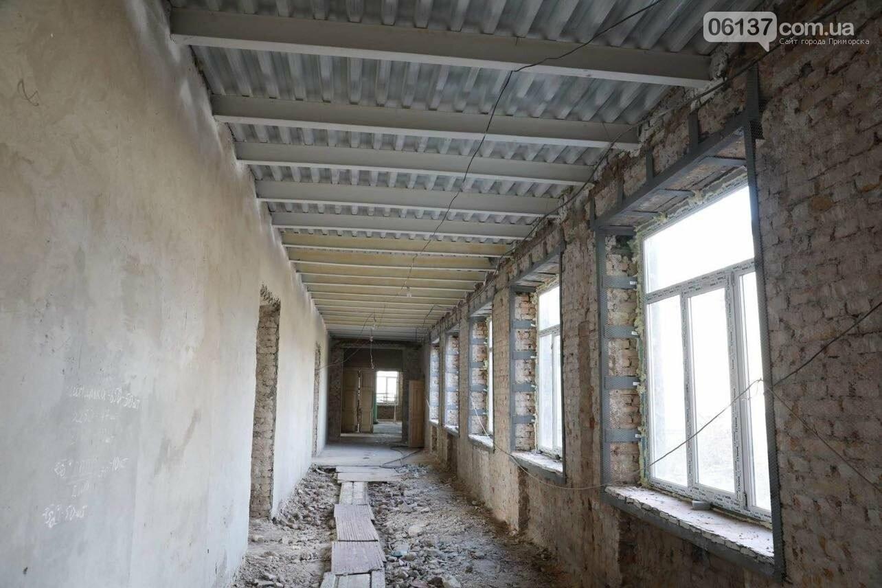 В Запорожье восстанавливают сгоревшую школу, которую обещали сдать еще три года назад. Фото, фото-7
