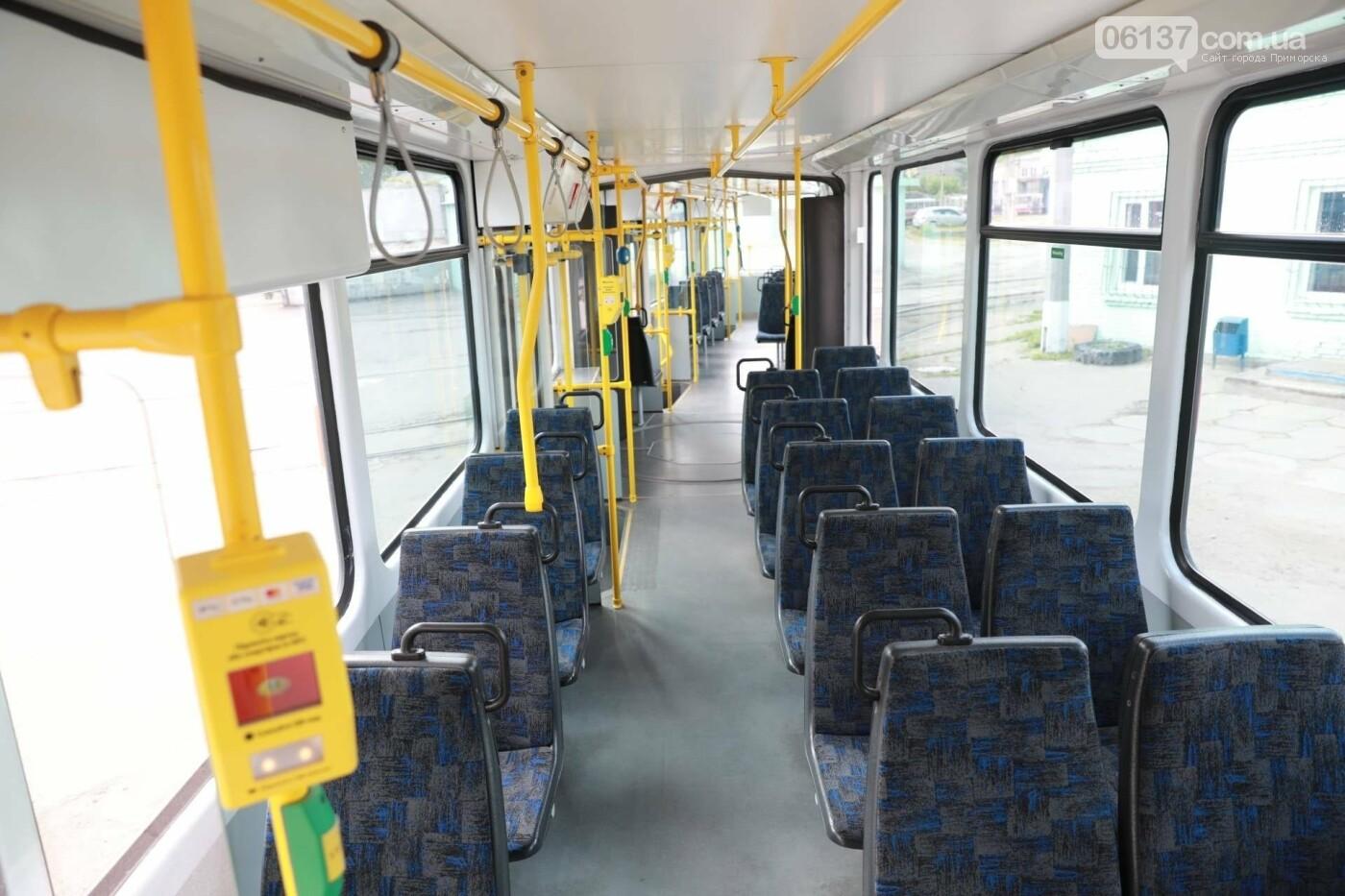 В Запорожье запустили еще один европейский трамвай. Фото, фото-1