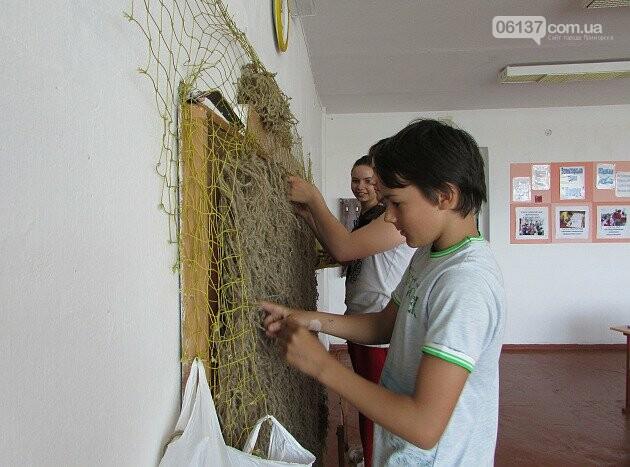 Приморські волонтери 7 років плетуть маскувальні сітки для військових. Фото, фото-2