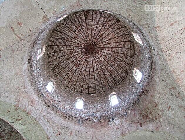 На Запоріжжі реставрують старовинний храм. Фото/Відео , фото-3